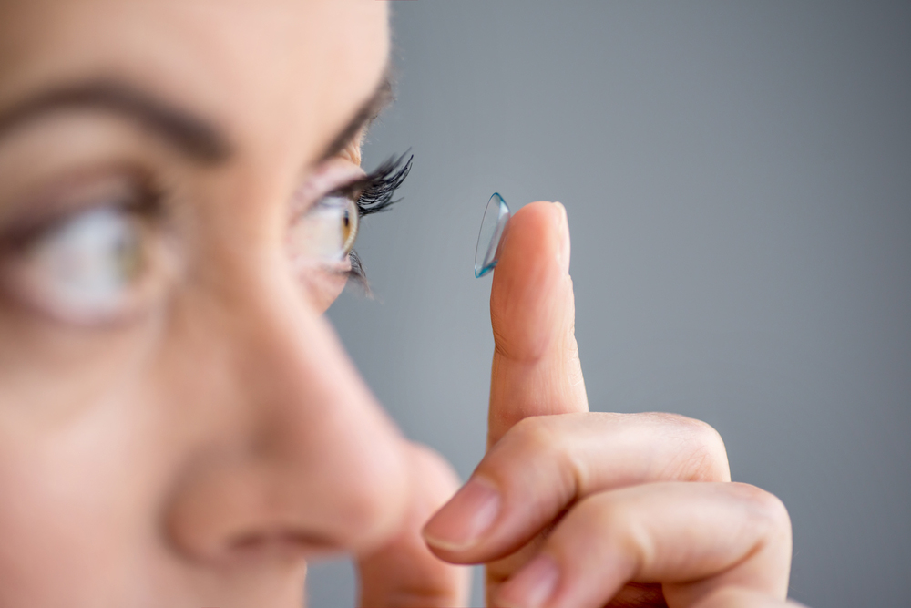 woman putting in her scleral lens
